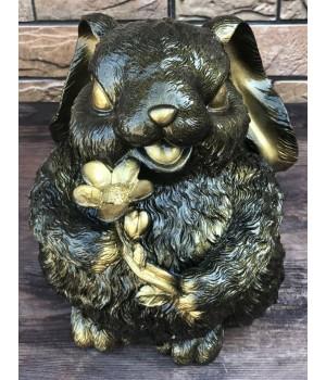 Статуэтка «Заяц пухлый с цветком»