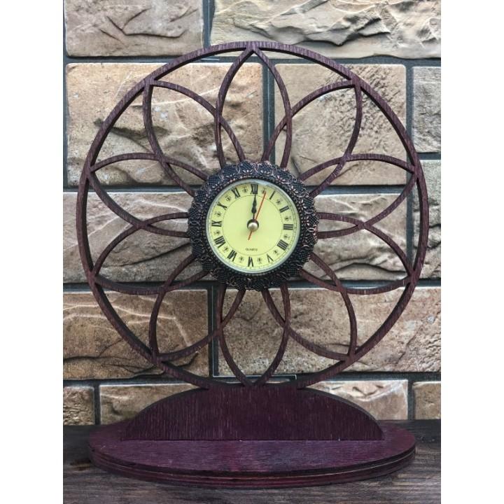 Часы из дерева «Цветок»