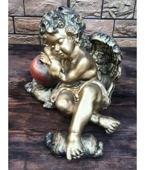 Статуэтка «Ангел лежит на яблоке»