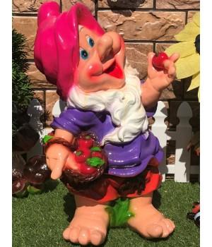 Садовый гном с лукошком яблок