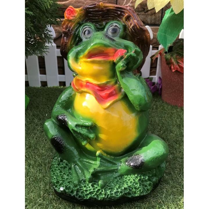 Садовая фигура Лягушка с ягодкой