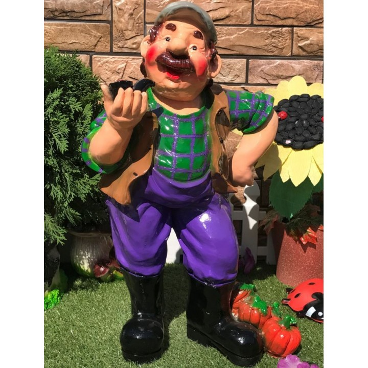 Садовая фигура Колхозник курильщик