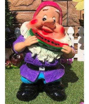 Садовый гном с долькой арбуза