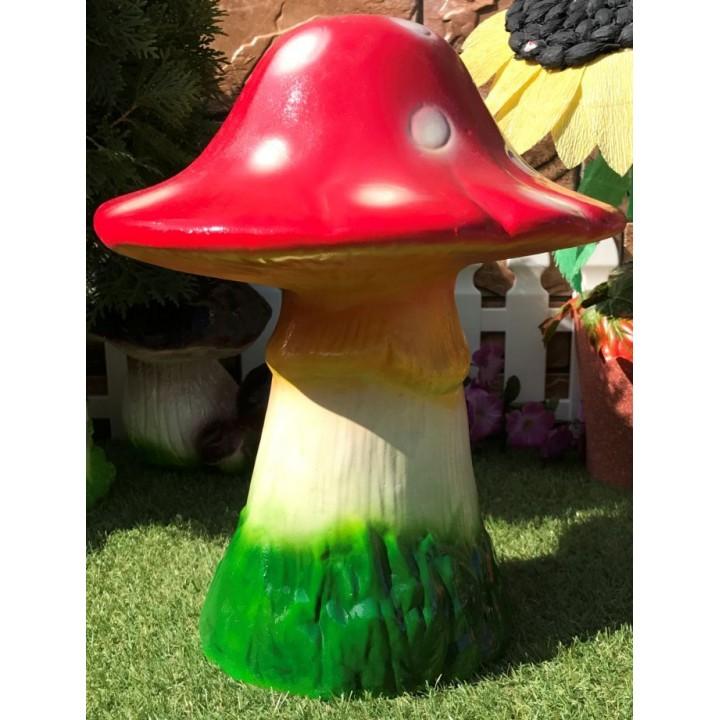 Садовая фигура гриба мухомора