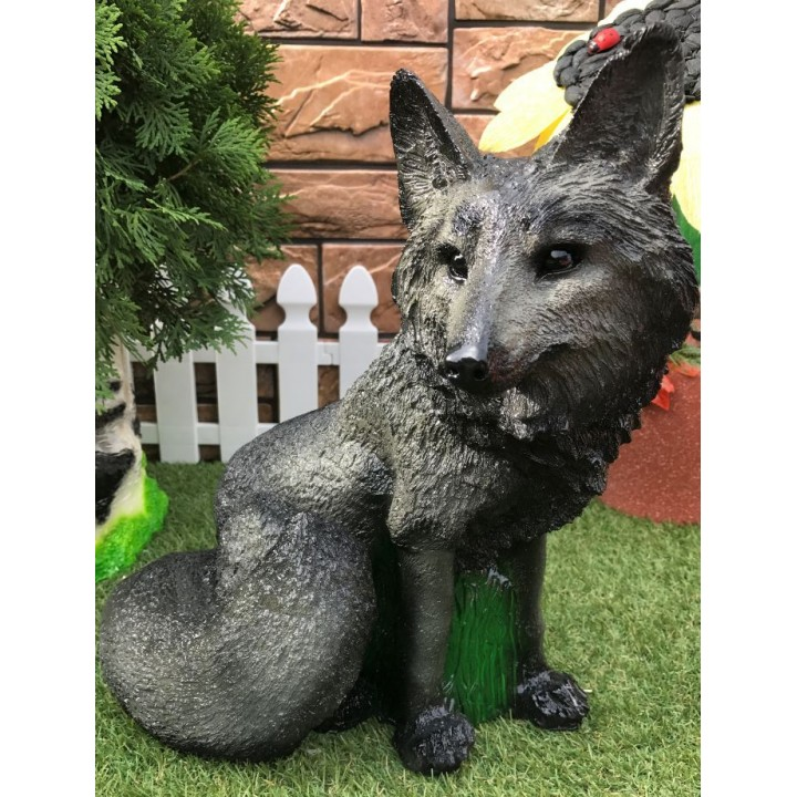 Садовая фигура волка
